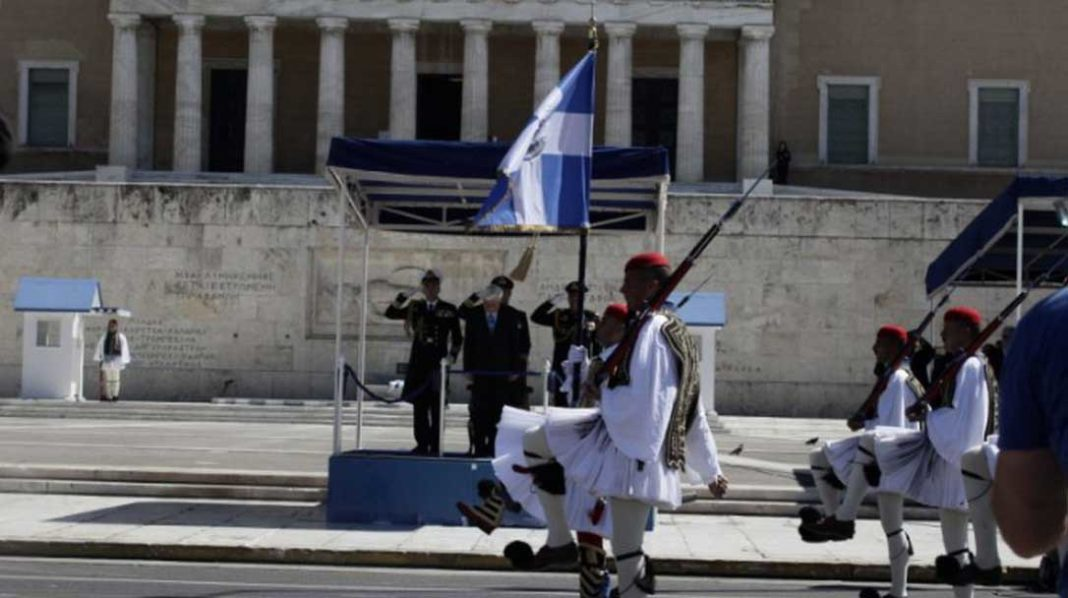 λίστες «τρομοκρατών»Οργή και ντροπή μας προκαλούν τα όσα συμβαίνουν λίγες μόνο ώρες πριν την μεγάλη εορτή των Ελλήνων. Συγκεκριμένα, στη μαθητική παρέλαση στο Σύνταγμα για πρώτη φορά δεν ακούστηκε