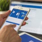 Φρένο στο αντιεμβολιαστικό κίνημα βάζει το Facebook: Θα μπλοκάρει accounts και διαφημίσεις