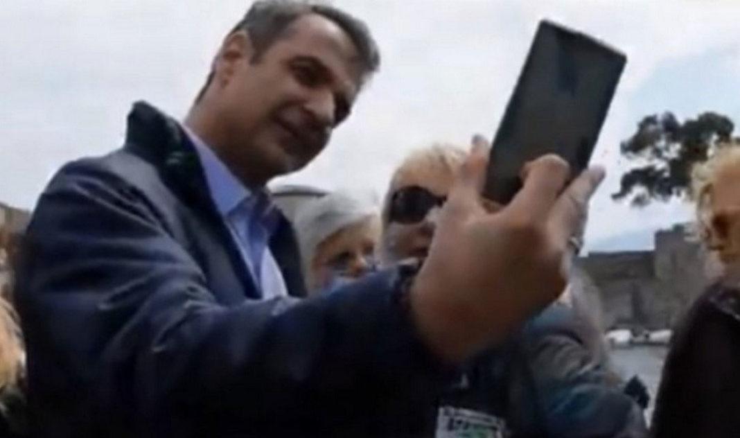Γυναίκα ζήτησε από τον Κυριάκο Μητσοτάκη selfie κι εκείνος έβγαλε μόνο τον εαυτό του