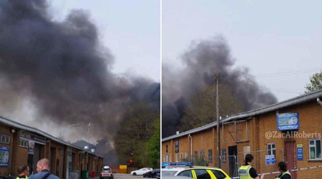 Τουλάχιστον τέσσερις εκρήξεις έχουν αναφερθεί μέχρι στιγμής στην πόλη Ντέρμπι, της Αγγλίας