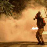 Πολυτεχνείο - Πέταξαν μολότοφ κατά αστυνομικών - ΤΩΡΑ