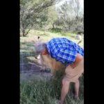 """Βίντεο: Τουρίστας χαϊδεύει λιοντάρι-""""Άσε τον μπαμπά να σε χαϊδέψει"""""""