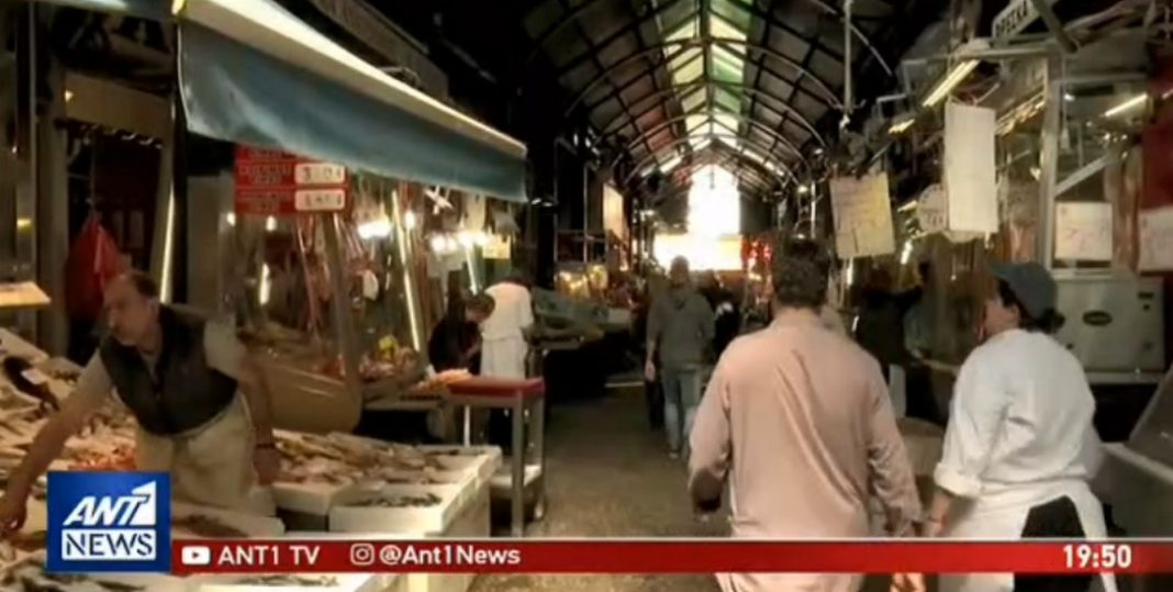 Καρέ καρέ καταγράφηκε η άγρια επίθεση που δέχθηκε κρεοπώλης στη Θεσσαλονίκη. Ο 40χρονος που διατηρεί το κατάστημά