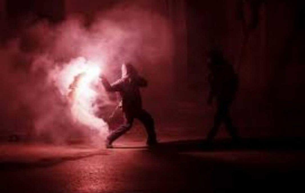 Επίθεση με μολότοφ στα γραφεία του ΣΥΡΙΖΑ!