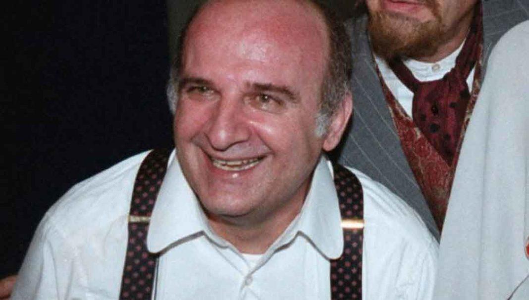 Τάσος Πεζιρκιανίδης Yπηρέτησε με συνέπεια το θέατρο, την τηλεόραση και τον κινηματογράφο και επί σειρά ετών ήταν στέλεχος του Κρατικού Θεάτρου