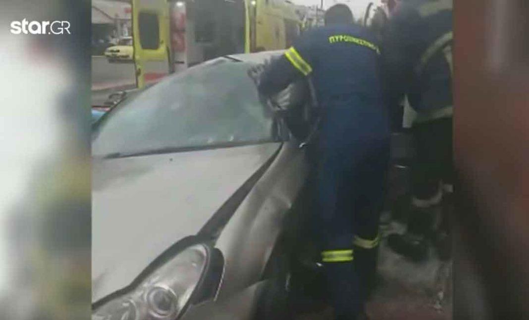 Ένα βίντεο ντοκουμέντο από τις προσπάθειες των πυροσβεστών να απεγκλωβίσουν από το όχημα του, τον σεισμολόγο Άκη Τσελέντη