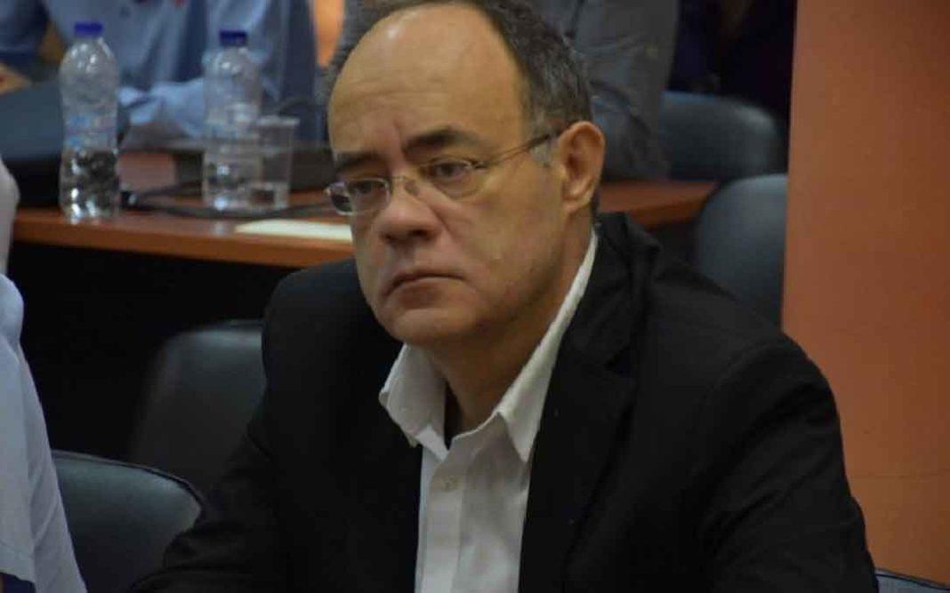 Χίος: Παπάς πέταξε κέρματα σε βουλευτή του ΣΥΡΙΖΑ –