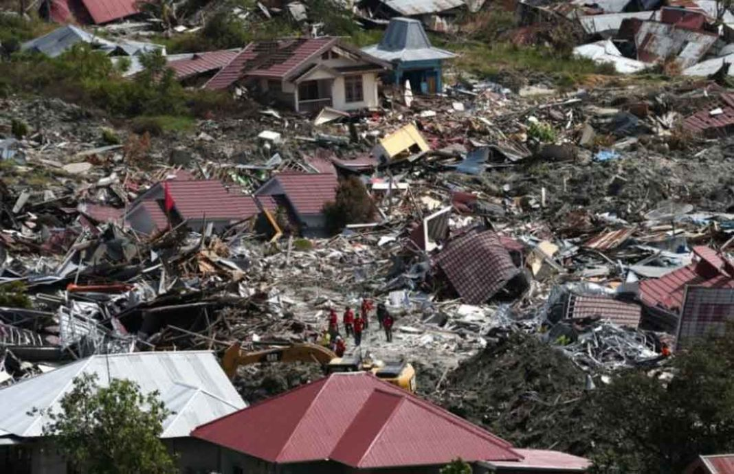 Ινδονησία-Δυνατά και συνεχόμενα χτυπήματα του Εγκέλαδου στην Ινδονησία – Στα 7,5
