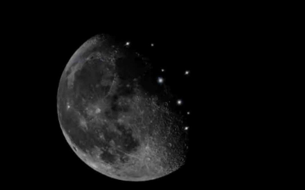 Σελήνη Μέχρι τώρα, οι συνωμοσιογράφοι τα απέδιδαν σε UFOs ή σε τοπικές εγκαταστάσεις κάποιου είδους ηλεκτροδότησης