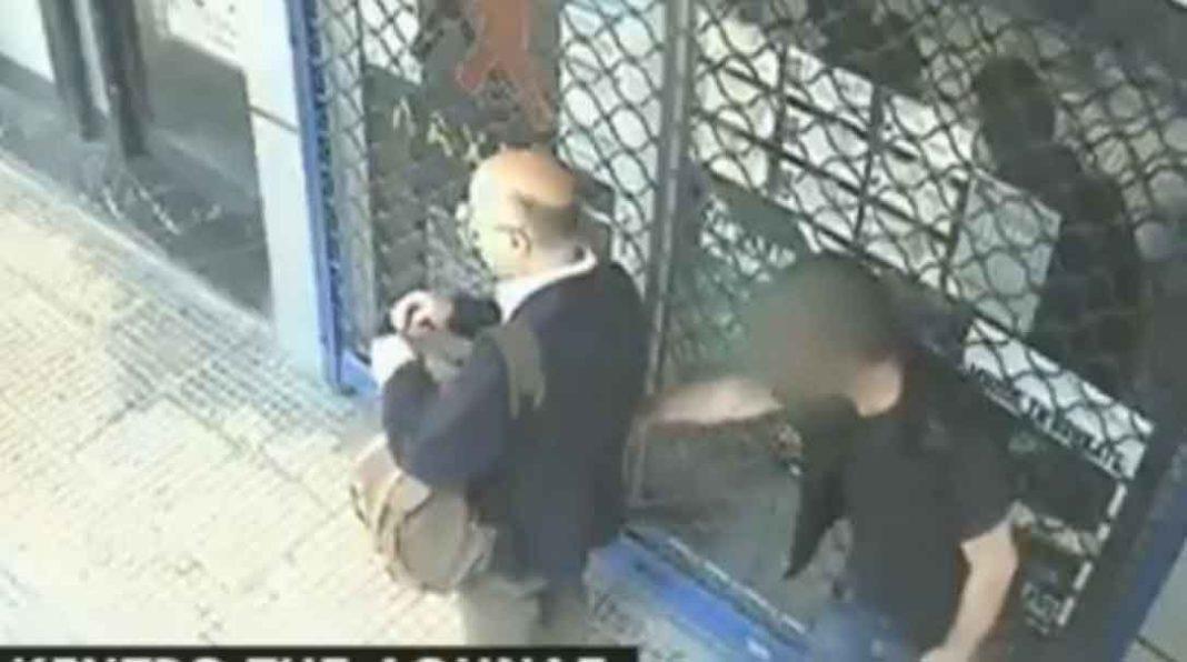 Το περιστατικό με το χαστούκι στον επίδοξο πορτοφολά στο κέντρο της Αθήνας, κατέγραψε κάμερα ασφαλείας. Άδοξο τέλος είχε προσπάθεια ενός νεαρού