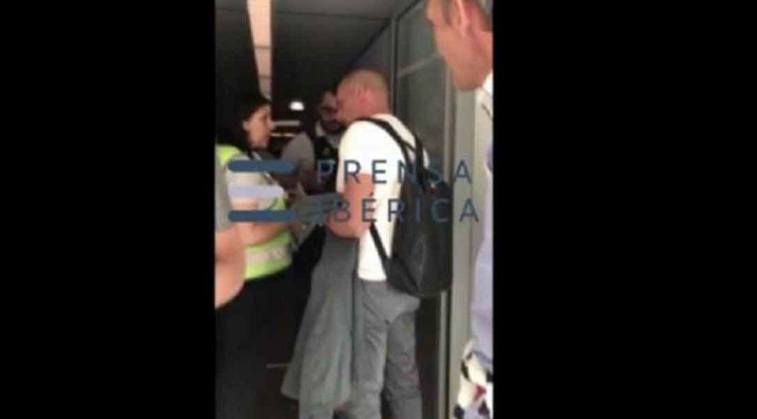 Επεισόδιο μεταξύ του Βαρουφάκη και αστυνομικού στο αεροδρόμιο Σαρλ ντε Γκολ