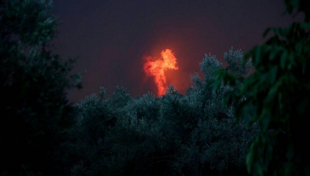 Σε παράταξη μάχης στον Πλατάνα οι πυροσβέστες στην Εύβοια! 5 χιλιόμετρα το ενεργό μέτωπο της φωτιάς…