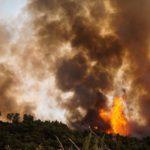Εύβοια: Την εκκένωση του χωριού Μακρυμάλλη ζητά η πυροσβεστική