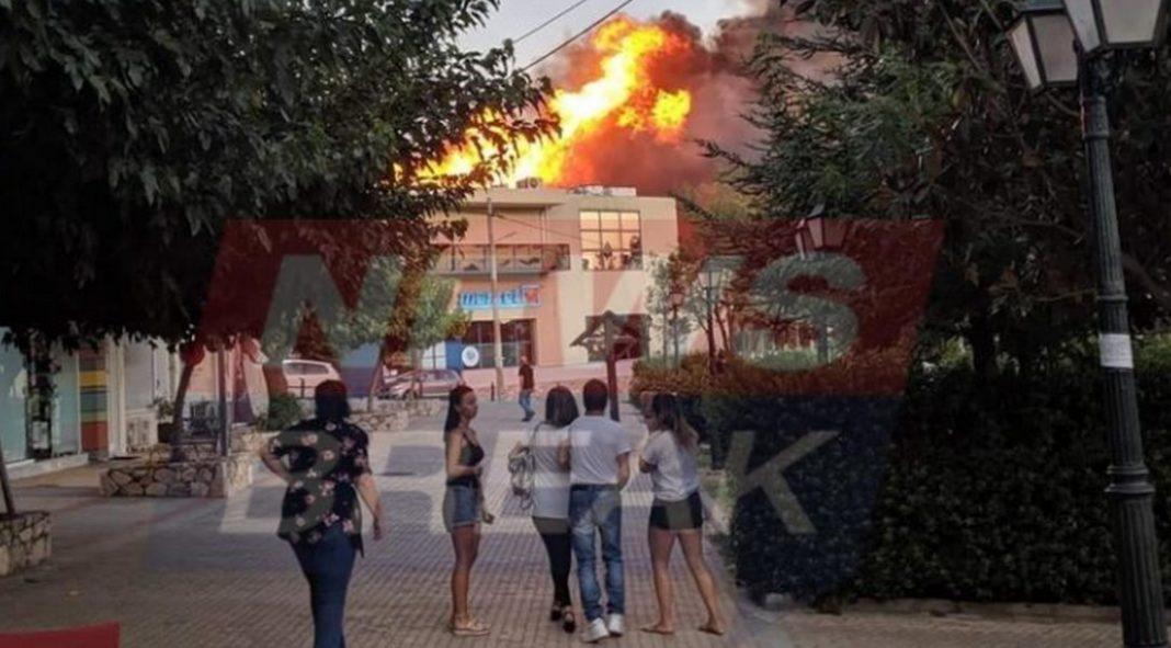 Φωτιά στη Νέα Πεντέλη, σε κατοικημένη περιοχή - Φωτό Στο σημείο επιχειρούν 7 οχήματα με 20 πυροσβέστες