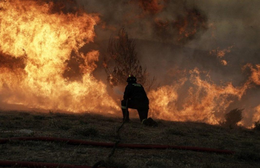 Στις φλόγες η Εύβοια, απειλούνται χωριά – Πύρινα μέτωπα σε Θήβα, Άρτα, Ιωάννινα Μάχη σε πολλαπλά μέτωπα δίνουν και σήμερα Τρίτη οι