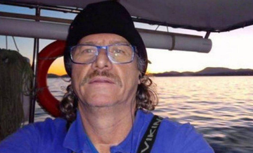 Θλίψη σε όλη τη χώρα έχει προκαλέσει η είδηση του θανάτου του Κώστα Αρβανίτη, του ήρωα-ψαρά, που κατάφερε με το καΐκι