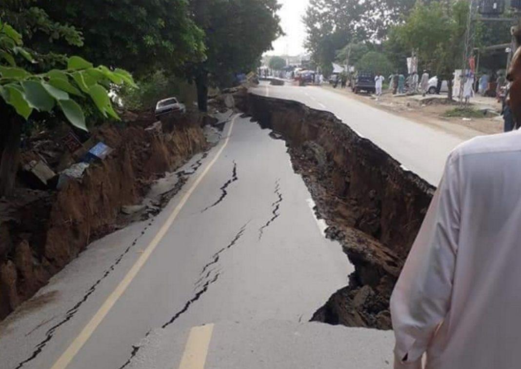 Σεισμός 5,2 Ρίχτερ στο Πακιστάν: Άνοιξαν δρόμοι στη μέση - Στους 19 οι νεκροί, 300 οι τραυματίες