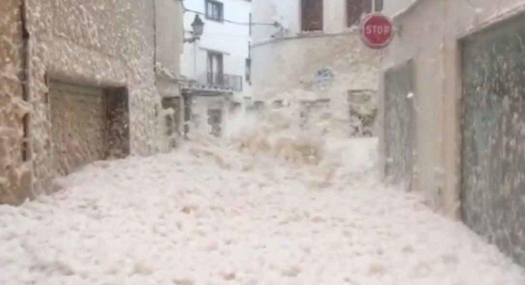 Ένα εντυπωσιακό φαινόμενο καταγράφηκε από κατοίκους στην περιοχή Tossa de Mar στην Ισπανία.