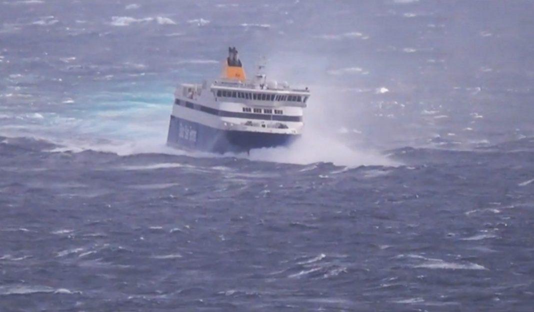 θα αγγίξουν τα 11 μποφόρ και τα κύματα που θα σαρώσουν τις ακτές, ειδικά στις βόρειες Κυκλάδες, ενδέχεται να ξεπεράσουν σε ύψος τα 7 μέτρα!