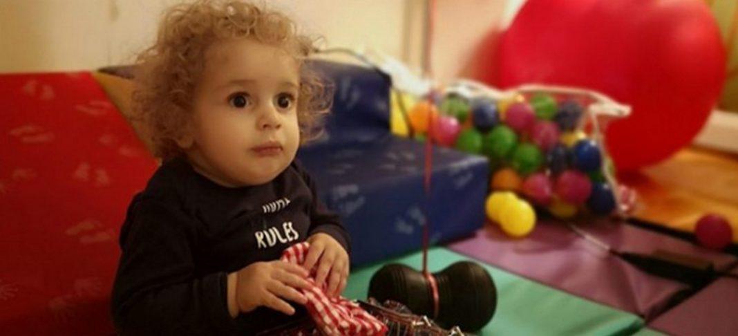 Σε νέα επέμβαση υποβλήθηκε ο μικρός ήρωας Παναγιώτης Ραφαήλ πριν δέκα μέρες, όπως έκαναν γνωστό μέσω Facebook οι γονείς του. Η επέμβαση κρίθηκε επιτυχημένη ωστόσο