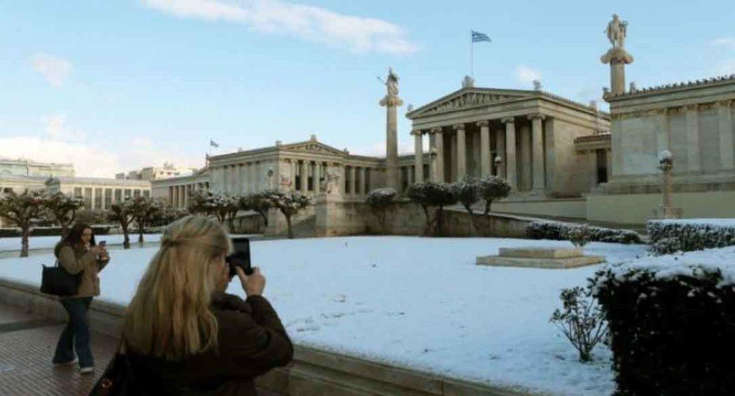 χιόνια στην Αθήνα Με αγωνία καθημερινά παρακολουθούμε όλοι μας τα μετεωρολογικά μοντέλα και προσπαθούμε να προβλέψουμε τις καιρικές συνθήκες της περιοχής μας. Ένα παραπάνω τώρα που ο χειμώνας