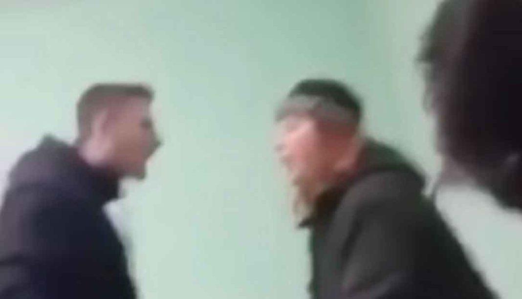 Μαθητής ΕΠΑΛ τραμπουκίζει καθηγήτρια για να του σβήσει μια απουσία