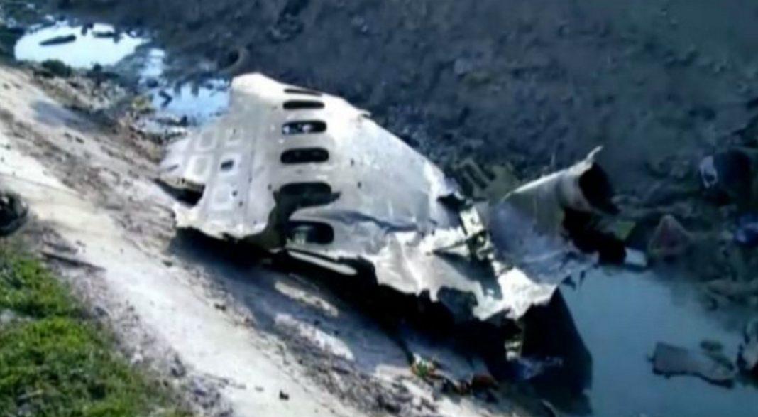 Βίντεο - ντοκουμέντο από τη στιγμή που το ουκρανικό αεροσκάφος «χτυπήθηκε από ιρανικό πύραυλο», πριν συντριβεί στο έδαφος, φαίνεται να επιβεβαιώνει βίντεο που περιήλθε στην κατοχή των New York Times.
