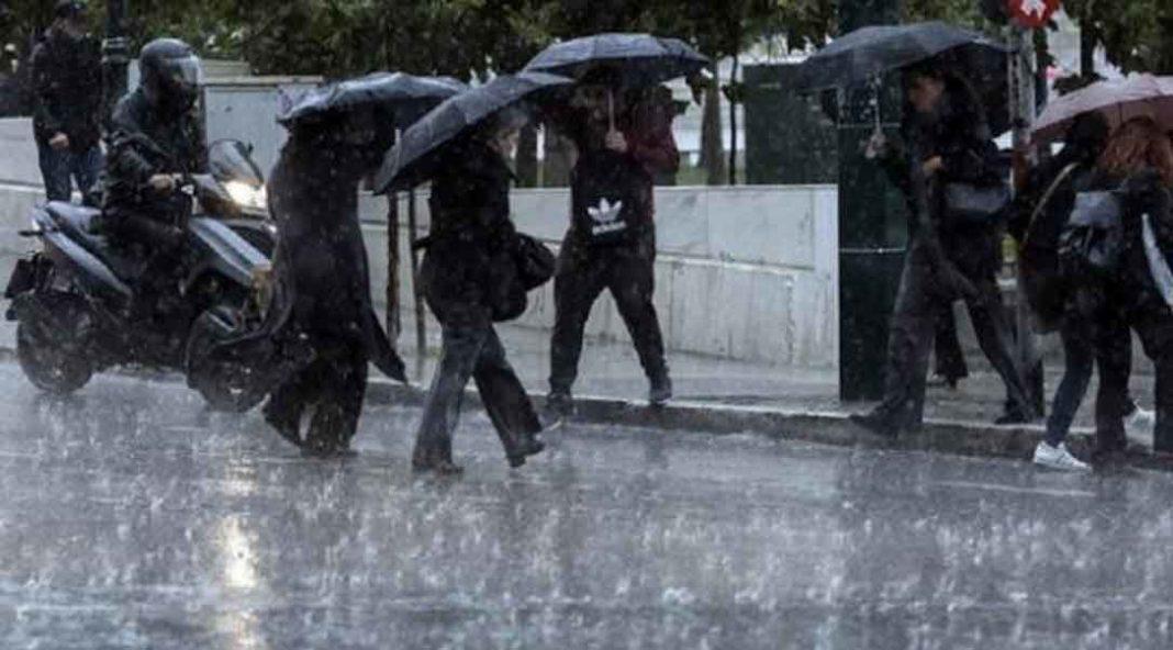 Σε χειμωνιάτικο σκηνικό επιστρέφει ο καιρός, καθώς από το απόγευμα της Τετάρτης αναμένονται τοπικές βροχές στα δυτικά, και σποραδικές καταιγίδες τη νύχτα