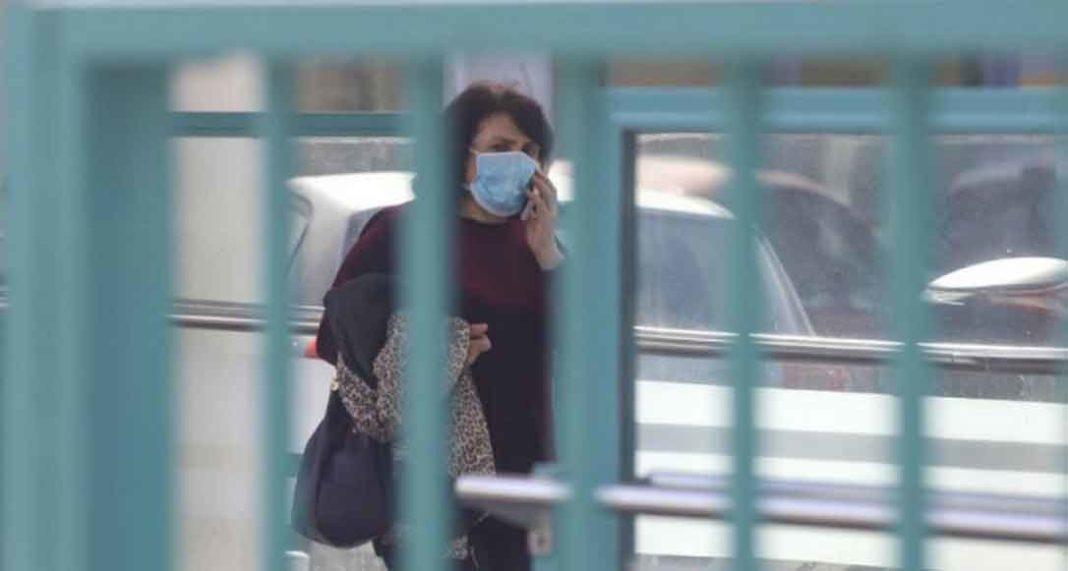 Με την εμφάνιση του πρώτου κρούσματος κοροναϊού στη Θεσσαλονίκη χθες, οι ελληνικές υγειονομικές αρχές αποδύονται σε αγώνα ταχύτητας για την αποτροπή διασποράς του νέου κορωνοϊού, ενώ παράλληλα