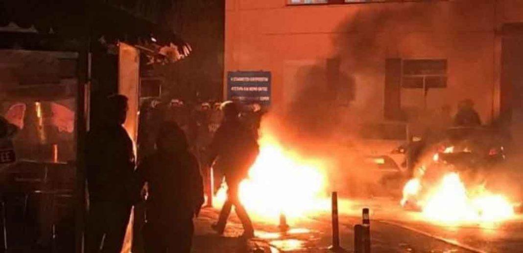 Λέσβος: Τέσσερις διμοιρίες των ΜΑΤ αποκλεισμένες σε στρατόπεδο!