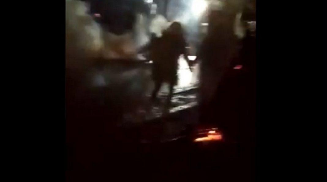 Τεταμένο είναι το κλίμα στο στο τελωνείο, στις Καστανιές του Έβρου, όπου έχουν συγκεντρωθεί πρόσφυγες και μετανάστες
