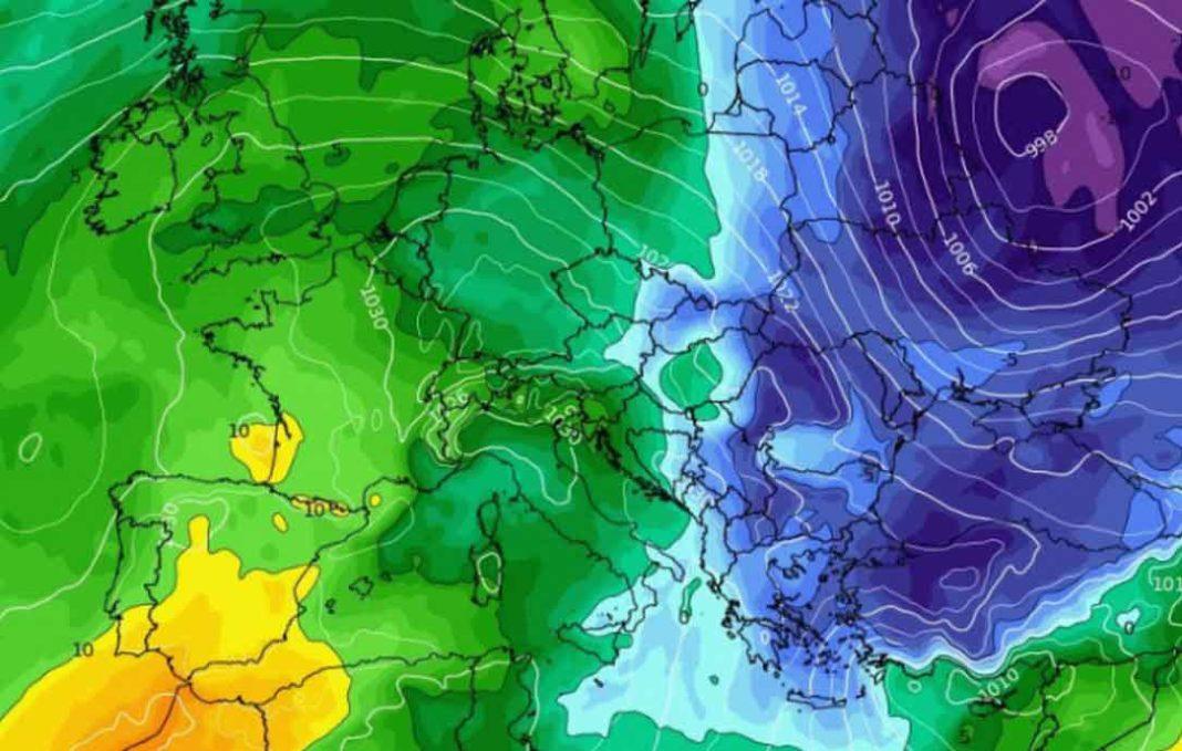 Καιρός Ραγδαία αλλαγή του «ανοιξιάτικου» σκηνικού του καιρού, με «βουτιά» του υδράργυρου έως 12 βαθμούς και χιόνια, προβλέπεται από το βράδυ της Τρίτης