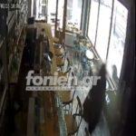 Κρήτη: Βίντεο - ντοκουμέντο από την άγρια επίθεση που δέχθηκε 35χρονη σε καφετέρια