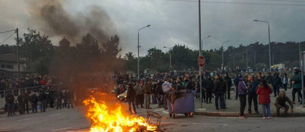 Εισβολή σε ξενοδοχείο όπου έμεναν αστυνομικοί των ΜΑΤ και στην Λέσβο έγινε στις 6:30 το απόγευμα, σύμφωνα με την αστυνομία
