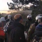 Μυτιλήνη: Νέα σοβαρά επεισόδια σε Καράβα και Διαβολόρεμα – Μάχες σώμα με σώμα κατοίκων-ΜΑΤ