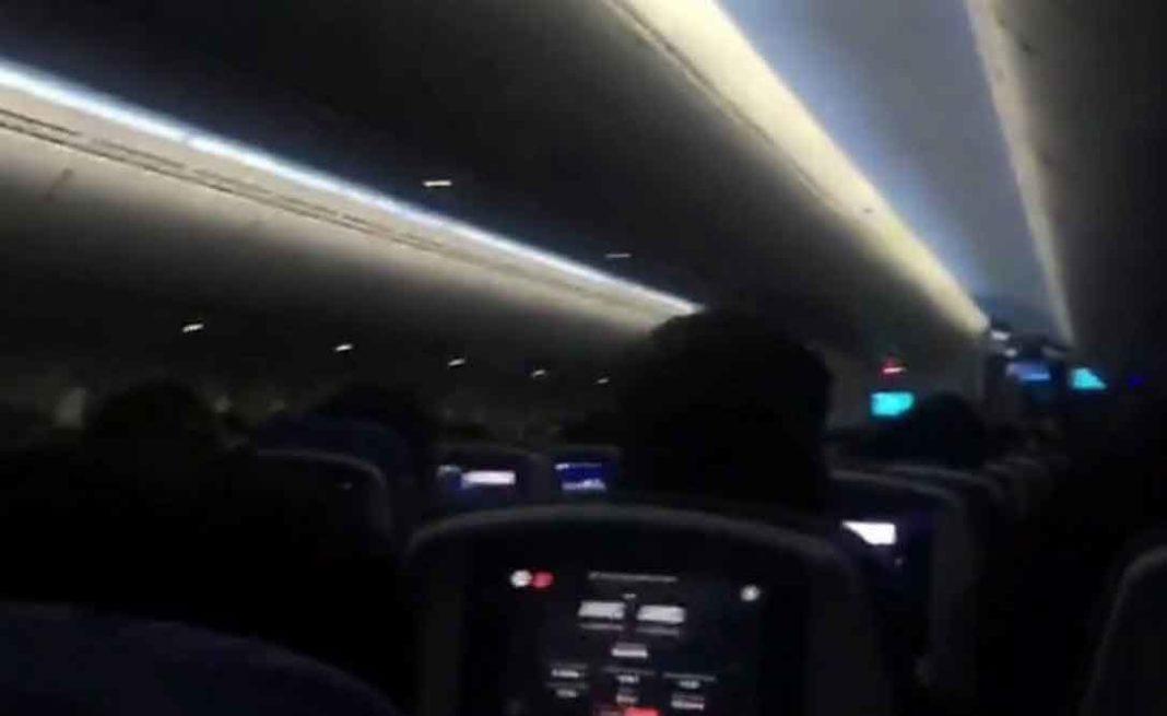 Μαδρίτη με προορισμό το Άμστερνταμ.Πανικός σε αεροσκάφος, ουρλιαχτά και κλάματα καθώς επιχειρούσε να προσγειωθεί εν μέσω καταιγίδας