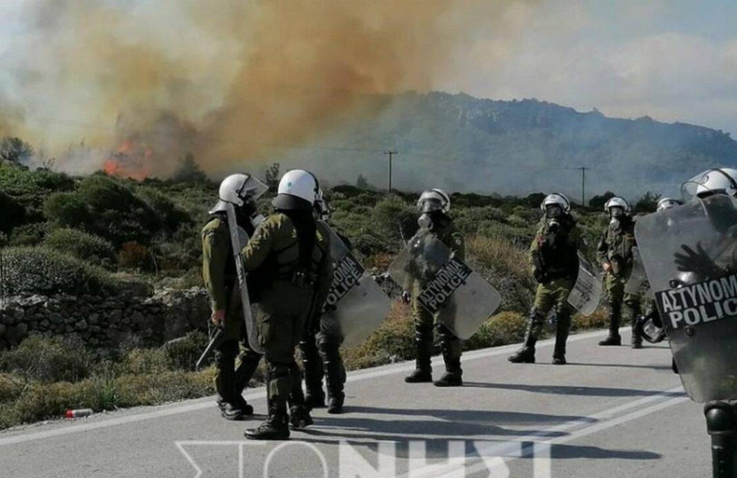 Σοβαρά επεισόδια σημειώθηκαν στη Μυτιλήνη μεταξύ κατοίκων και αστυνομικών, το μεσημέρι της Τετάρτης.