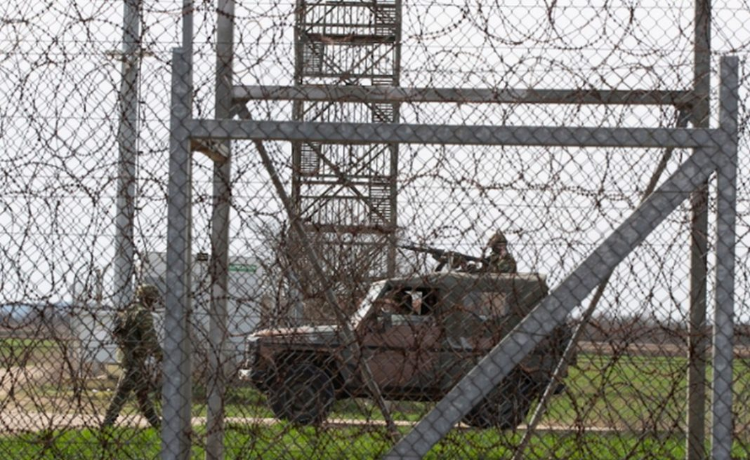 Σύμφωνα με αστυνομικές πηγές, η Τουρκία στήνει στα σύνορα τη δική της Ειδομένη, καθώς βάζει δωρεάν πούλμαν από την Αδριανούπολη