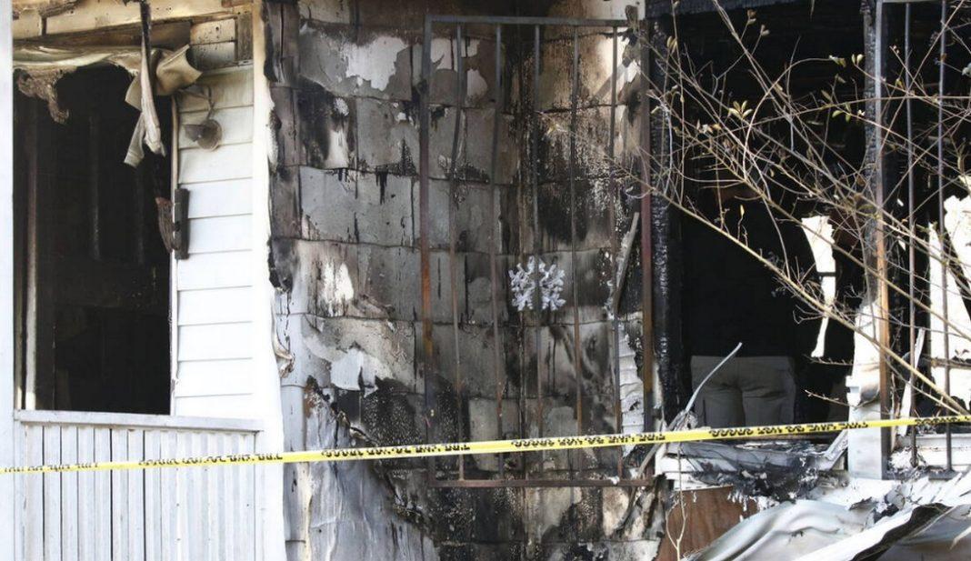 τραγωδία: Κάηκε ζωντανή με τα έξι παιδιά της μέσα στο σπίτι (pics)