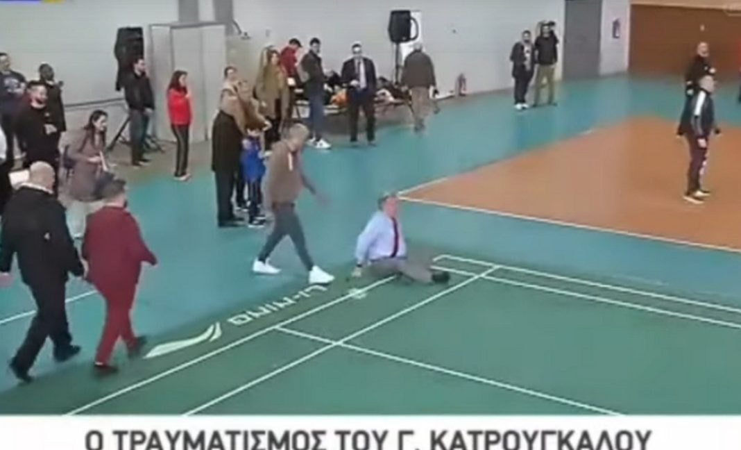 Ο πρώην υπουργός, επί ΣΥΡΙΖΑ, Γιώργος Κατρούγκαλος συμμετείχε σε αγώνα μπάντμιντον, ωστόσο είχε την ατυχία... να σωριαστεί στο έδαφος