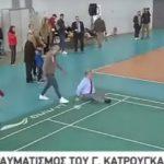 Bίντεο: H τούμπα του Γιώργου Κατρούγκαλου την ώρα που έπαιζε μπάντμιντον