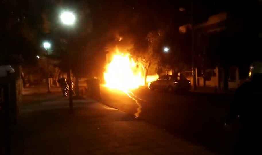 Βίντεο ντοκουμέντο: Η στιγμή της έκρηξης στο αυτοκίνητο γνωστού εκδότη στην Αγία Βαρβάρα