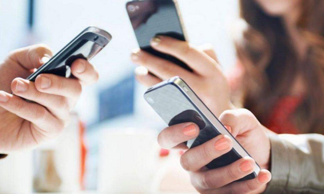 Αδεια κυκλοφορίας μέσω κινητού τηλεφώνου θα μπορούν να εξασφαλίζουν οι πολίτες για όσο ισχύει η απαγόρευση κυκλοφορίας