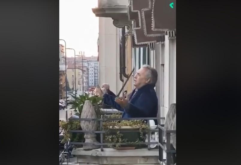 Ο Ιταλός βαρύτονος Armando Ariostini τραγουδά το