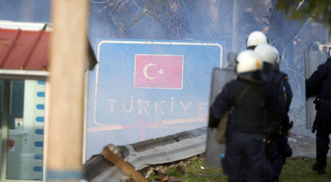 Επιβεβαιώνει με δήλωσή του στο CNN Greece, o δήμαρχος Ορεστιάδας, Βασίλης Μαυρίδης, τη ρίψη χημικών σε Έλληνες αστυνομικούς.