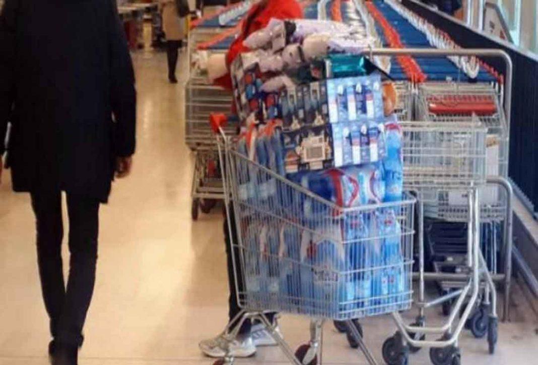 Κορονοϊός: Σεκιούριτι θα ελέγχουν πόσοι μπαίνουν στα σούπερ μάρκετ