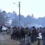 Έβρος: Νέα επεισόδια στις Καστανιές - Χημικά και δακρυγόνα στα σύνορα (Vids)