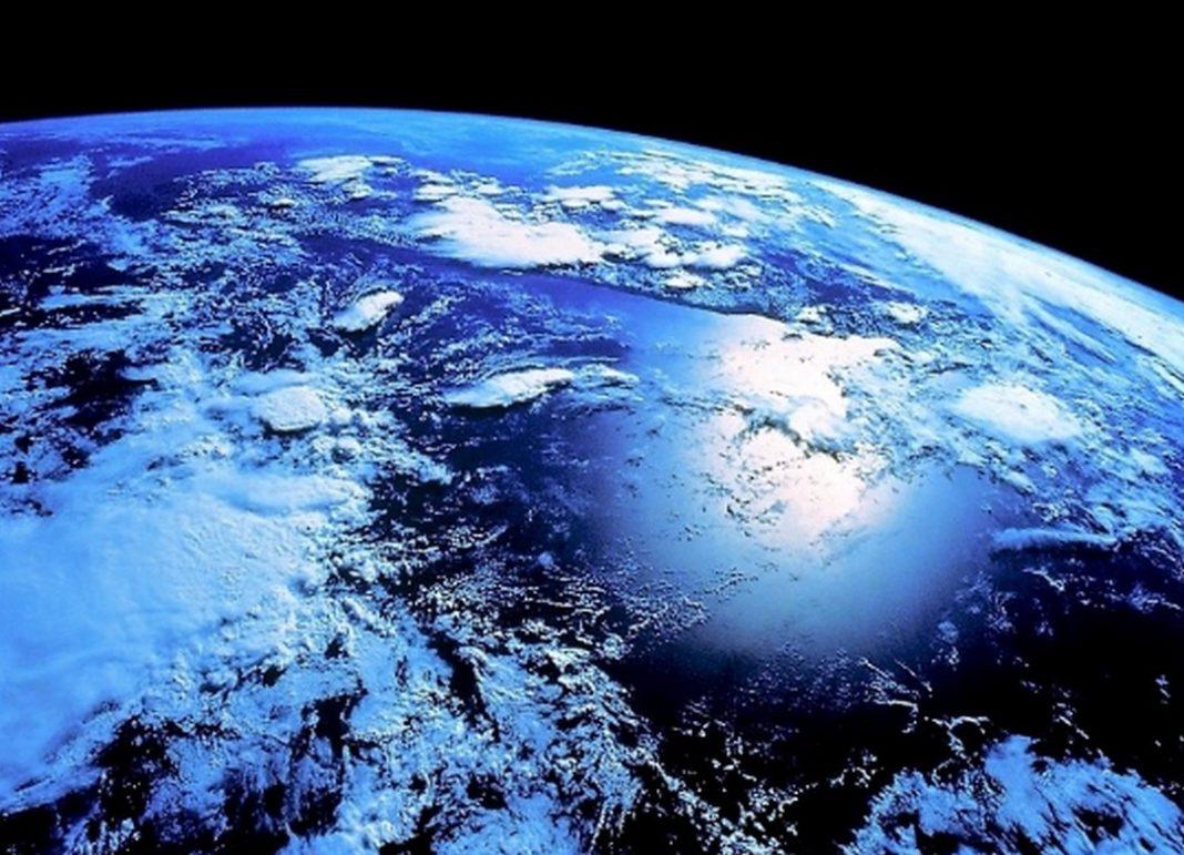 Αναστάτωση έχει προκαλέσει στους φίλους των μέσων κοινωνικής δικτύωσης μια είδηση ότι απόψε ο πλανήτης μας θα έχει δήθεν πολύ υψηλό επίπεδο ακτινοβολίας.