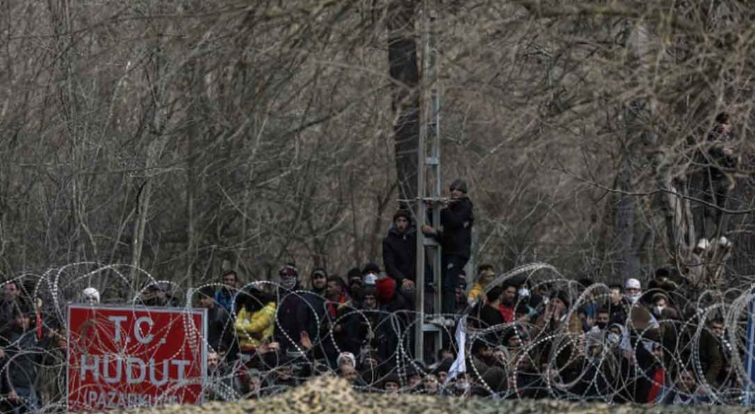Η ελληνική κυβέρνηση αποφάσισε την επέκταση του φράκτη που κατασκευάστηκε τη διετία 2010-12 στον Έβρο, εν μέσω των συνεχών μεταναστευτικών