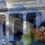 """Κορονοϊός:""""Kόκκινος συναγερµός"""" στο Μαξίμου :Τα σενάρια για τη διασπορά της επιδημίας"""